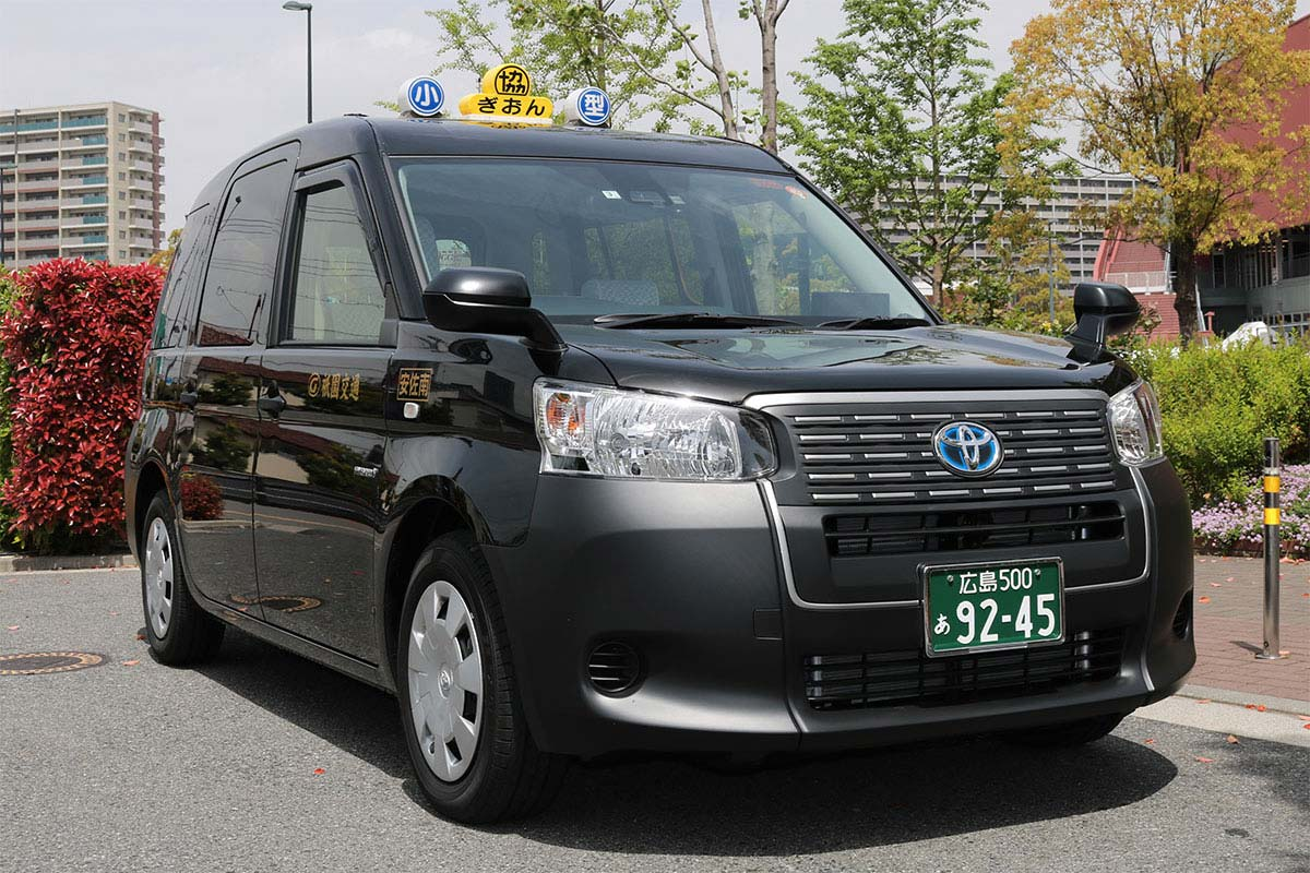 祇園交通の小型ユニバーサルタクシー
